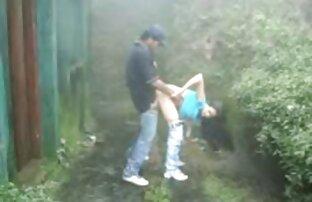 Adolescente Amador Busty vídeo vídeo pornô de desenho a chupar e a foder com o cum.